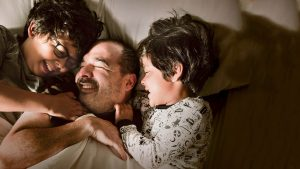 father with children; blog: Too old for fatherhood? A summary on paternal age and fertility